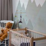 peinture montagne chambre de bébé