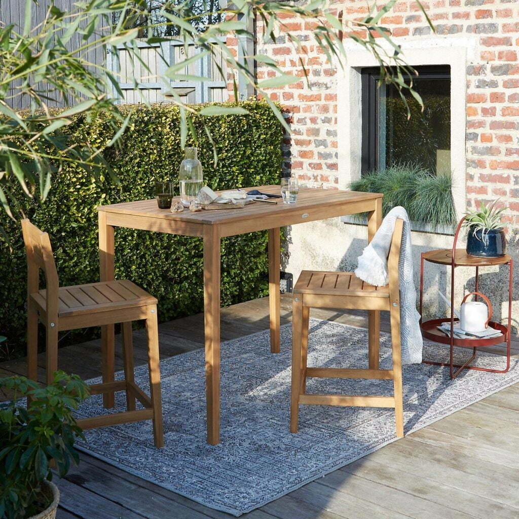 Table haute -mange debout pour aménagement une petite terrasse.